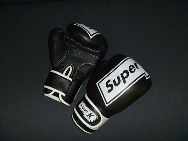 Боксерские перчатки 6 унц.